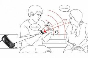 Gredzeni un rokassprādze, kas tulko zīmju valodu